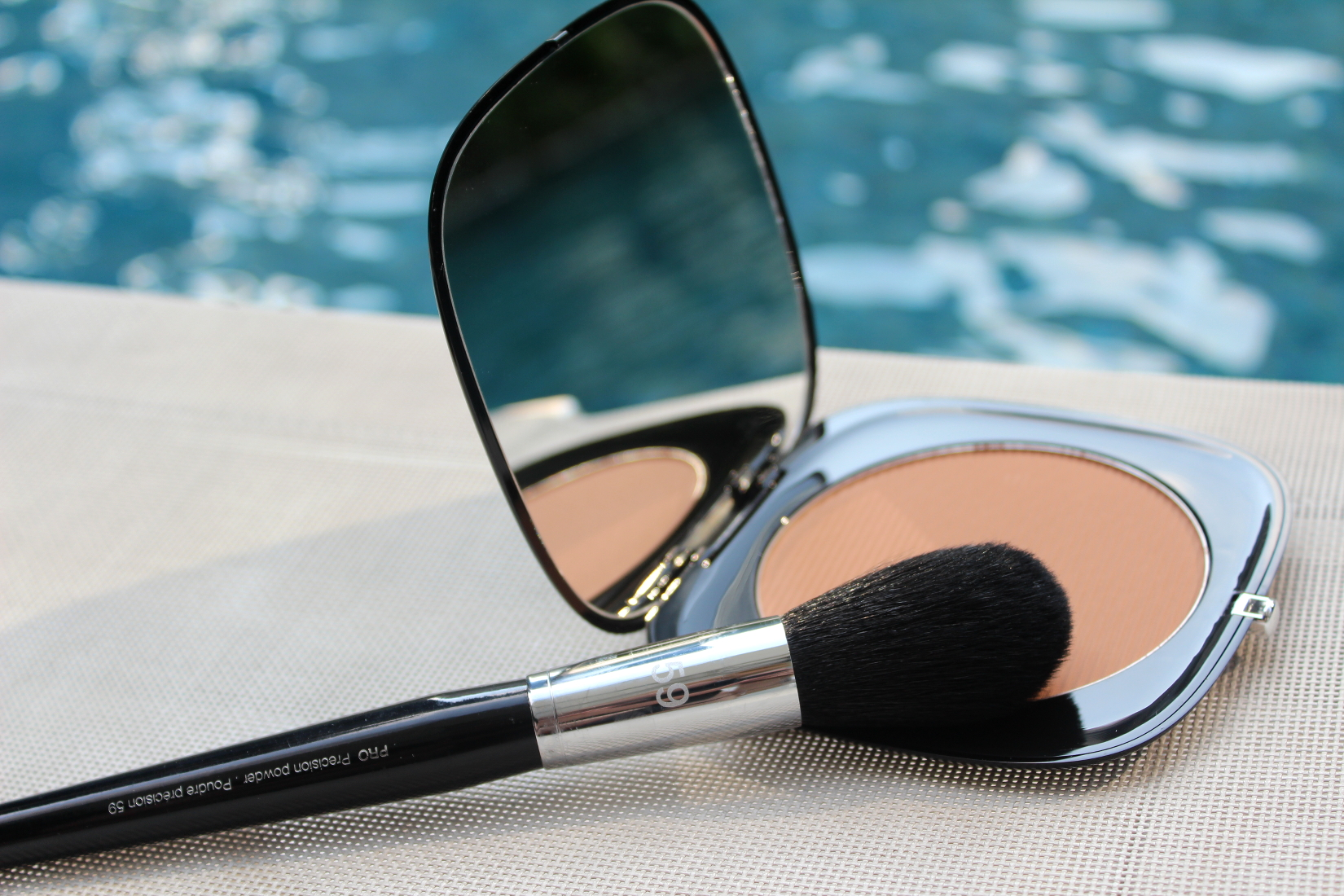 Makeup Bronzer O!Mega Bronze by MARC JACOBS und SEPHORA Pro Precision powder Brush 59