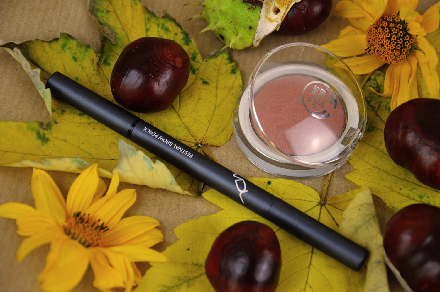 Augenbraunstift, THE BODY SHOP, All in one Cheek Colour Ambre, Review, www.advance-your-style.de, Beautyblog, Berlin, Makeup, Kosmetik, Hautpflege, Herbst, Favoriten, Let's Talk About Beauty,