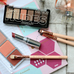 Titelbild, CATRICE Nude Sand Eyeshadow Palette, CATRICE Blus Artist Shading Palette 010 Bronzéclat, Review, Test, Swatch, Tagesmakeup, Alltagsmakeup, helle Haut, rote Haare, Makeup Tutorial, Monday's Makeup, Beautytipps, Beauty Blog, Berlin, Influencer, Advance Your Style, advanceyourstyle