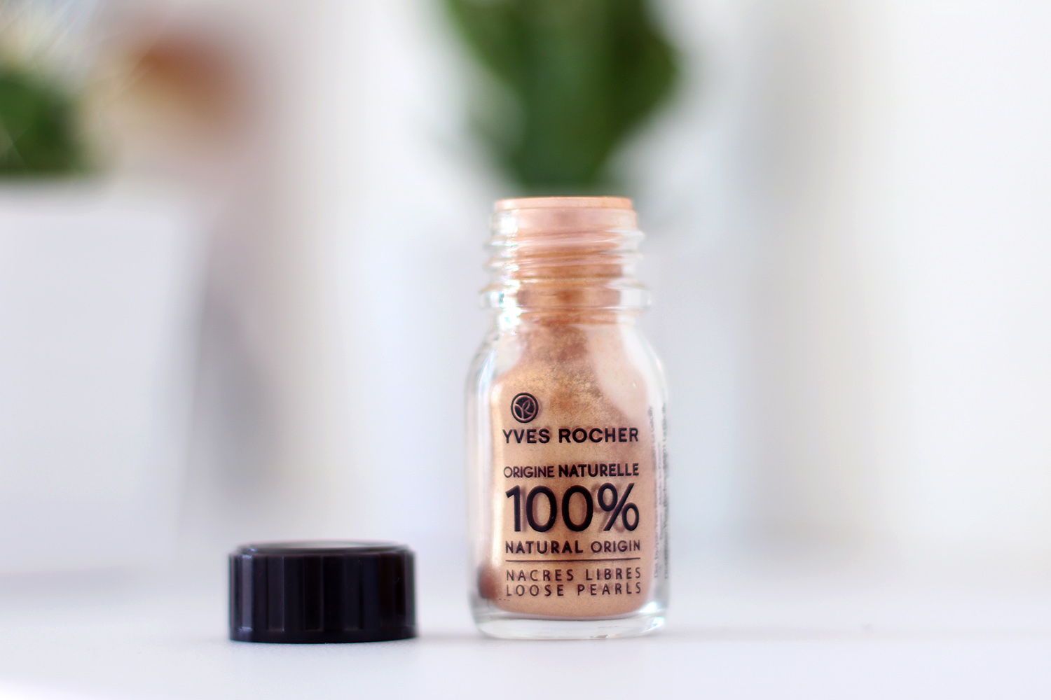 Yves Rocher Loose Pearls, Test, Review, Swatch, Frist Impression Pflanzenkosmetik, High End, Drogerie, Neuheiten, Trends, Frühlingsmakeup, Makeuptutorial, Makeuptipps, Beautytipps, Alltagsmakeup, Tagesmakeup, Beauty Blog, Berlin, Monday's Makeup, Beauty Tipps, Makeup für helle Haut, rote Haare, Influencer, Youtuber, Advance Your Style, advanceyourstyle
