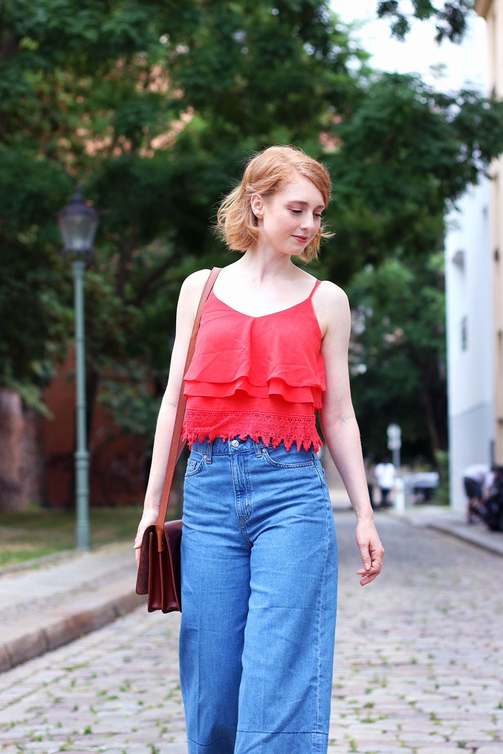rotes cropped Top, Jeans Culotte, Hose, Sommer Look, Outfit, Tipps, Streetstyle, Modetipps, Finde deinen Stil, Influencer, Deutschland, Berlin, Mode Blog, Modeblog, Advance Your Style, advanceyourstyle