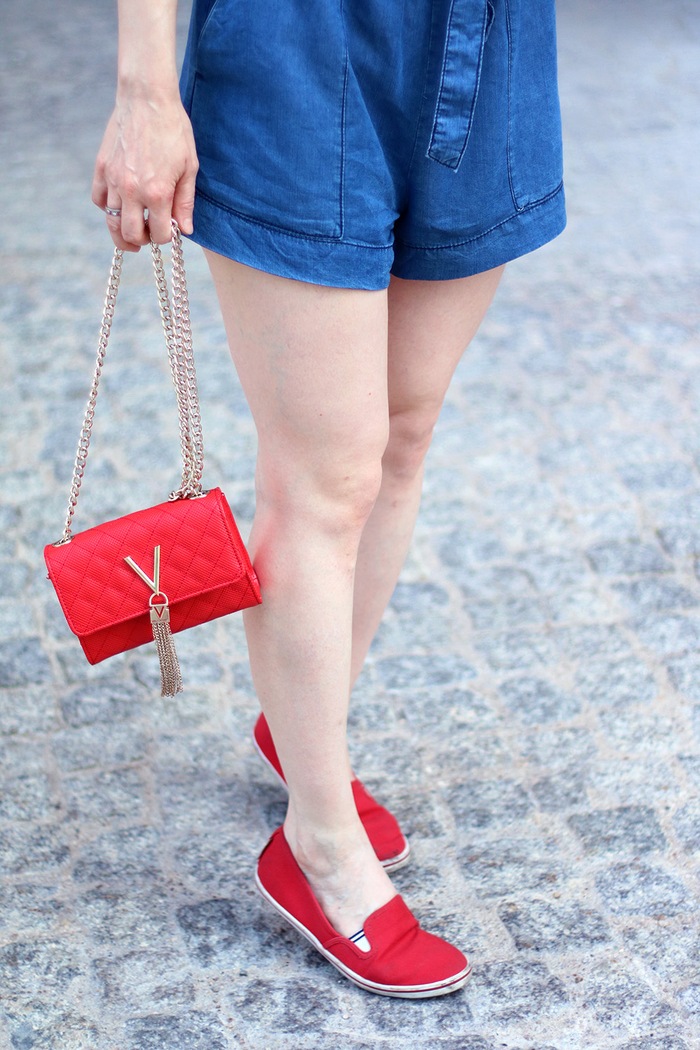 Shoes, Slippers, Red, Jeans Shorts, Pants, Summer Look, Outfit, Tips, Streetstyle, Fashion Tips, Find Your Style, Influencer, Germany, Berlin, Fashion Blog, Fashion Blog, Advance Your Style, advanceyourstyle