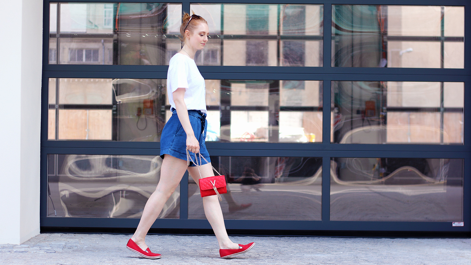 Titelbild gross, Jeans Shorts, Hose, Sommer Look, Outfit, Tipps, Streetstyle, Modetipps, Finde deinen Stil, Influencer, Deutschland, Berlin, Mode Blog, Modeblog, Advance Your Style, advanceyourstyle