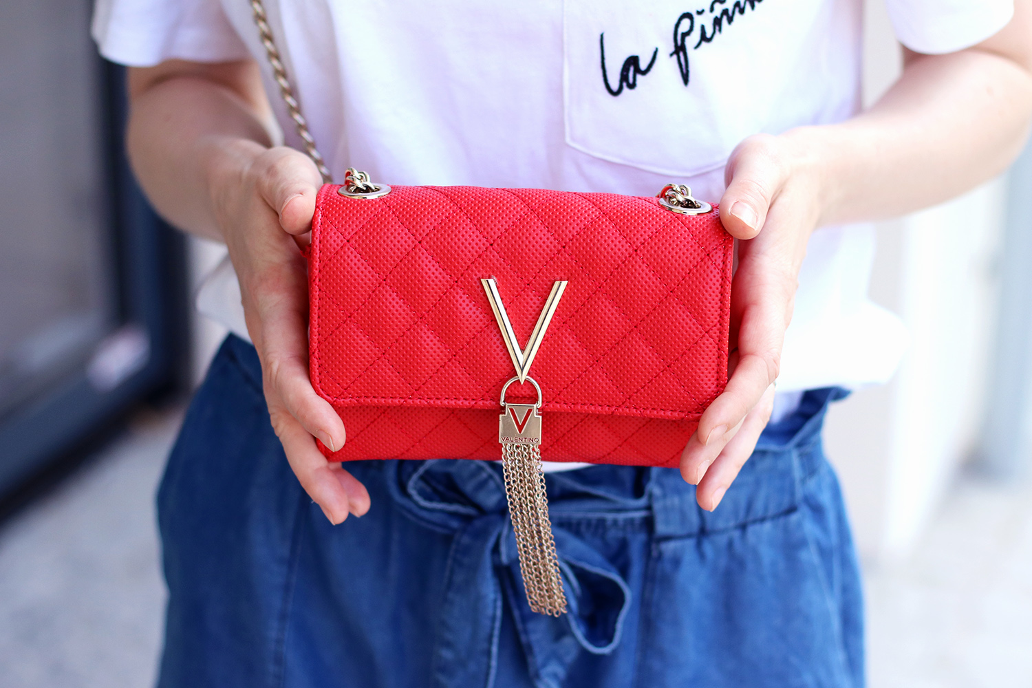 Valentiono Bag Red, Jeans Shorts, Pants, Summer Look, Outfit, Tips, Streetstyle, Fashion Tips, Find Your Style, Influencer, Germany, Berlin, Fashion Blog, Fashion Blog, Advance Your Style, advanceyourstyle