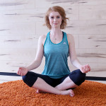 Klein, Schneidersitz, Yoga, Tipps, Yoga Routine, Weihnachtsstress, Weihnachten, Entspannung, Lifestyle, Tipps, Fitness, Influencer, Berlin, Advance Your Style