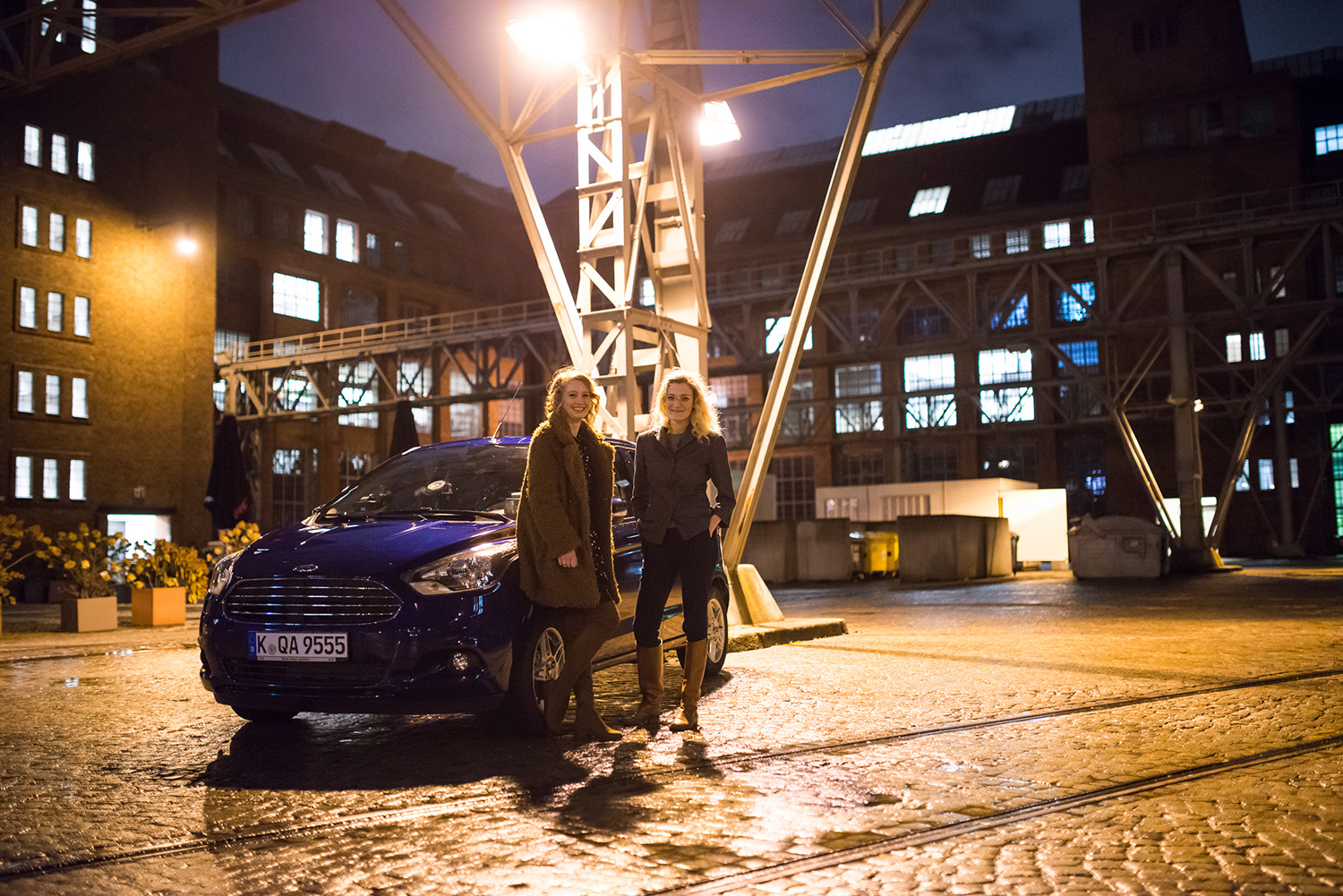 Auto bei Nacht, blau, Paleo, Ernährung, Essen, Interview, Ford Ka+, Test, City Auto, Lifestyleblog, Berlin, Advanceyourstyle