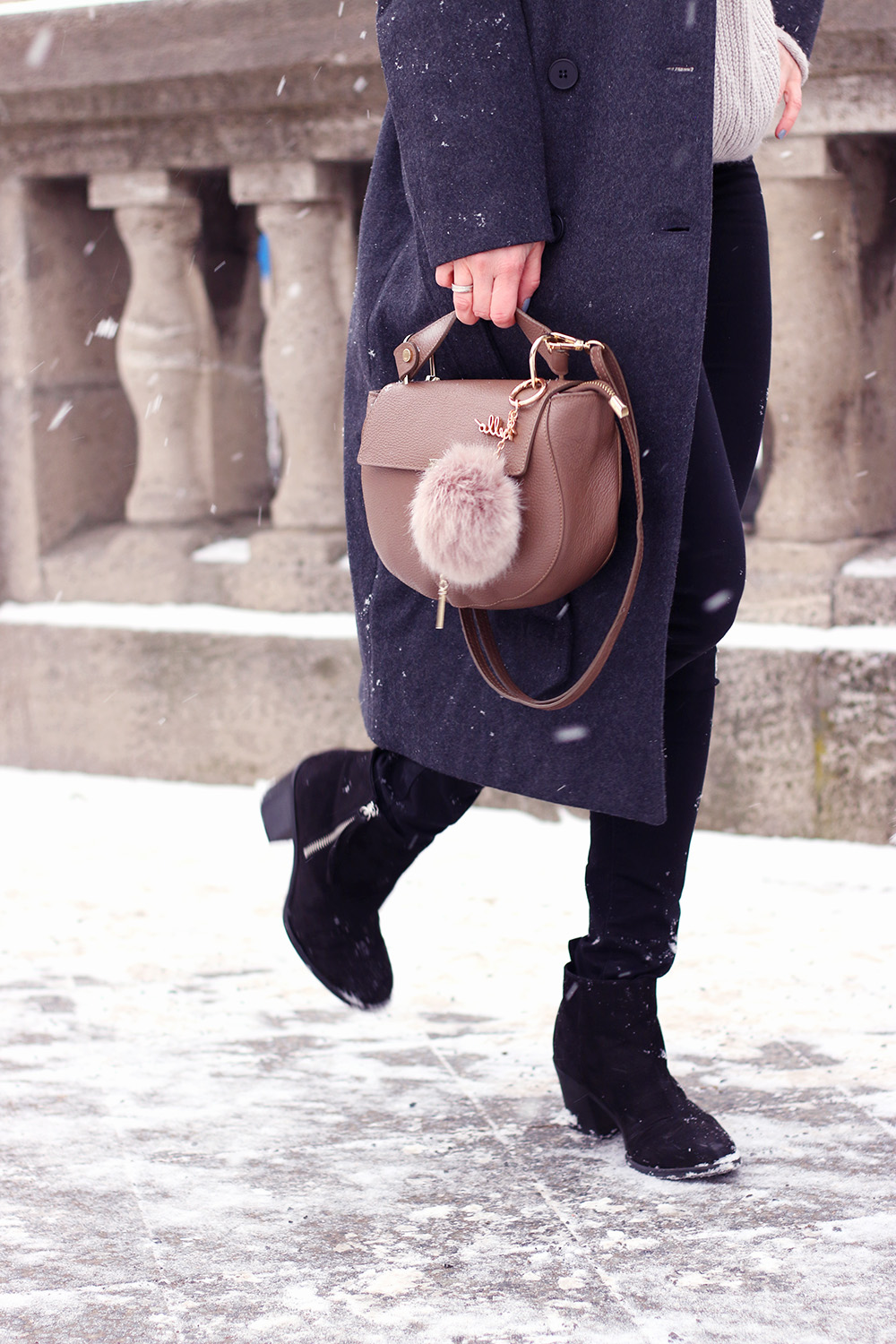 Accessoires, Tasche, Chloe Lookelike, langer Wintermantel, Matel stylen, Winter Outfit, Look, Fashion Week Berlin 2017, Modeblog, Influencer, Advance Your Style